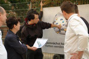8. Nacht der Kunst - information über den Entwurf zur Kletterwand amf am Renftplatz durch Stephan Grandke.