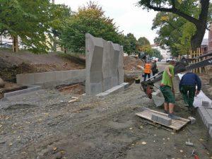 Bauarbeiten an der Kletterwand auf dem Renftplatz im September 2017.