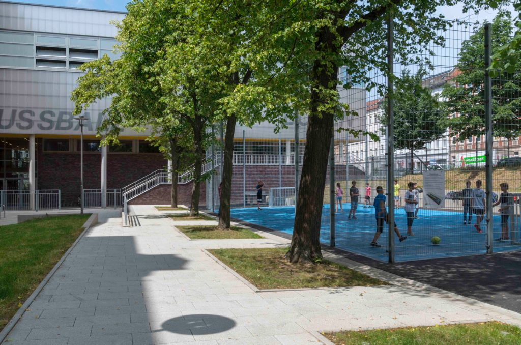 """Fussballplatz auf dem """"Renftplatz"""". Foto: Stadt Leipzig /Roland Quester"""
