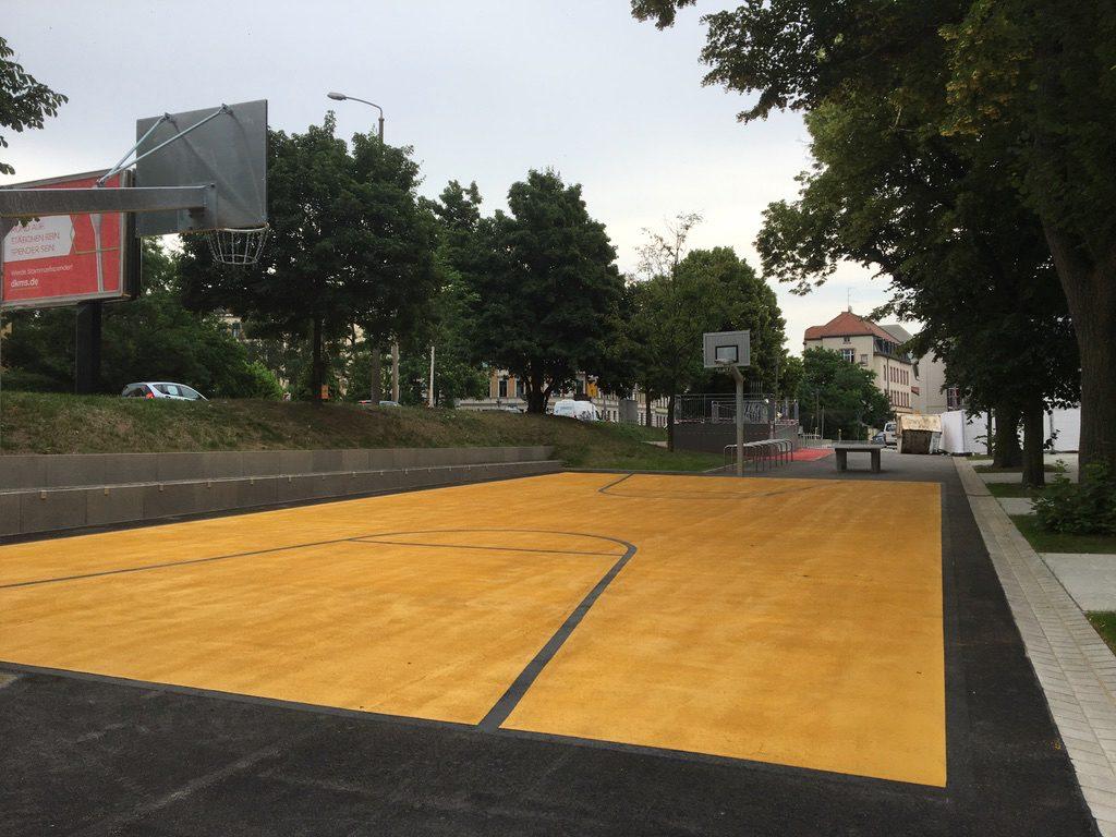 """Basketball auf dem """"Renftplatz"""". Foto: Magistralenmanagement Georg-Schumann-Straße / Talina Rinke"""