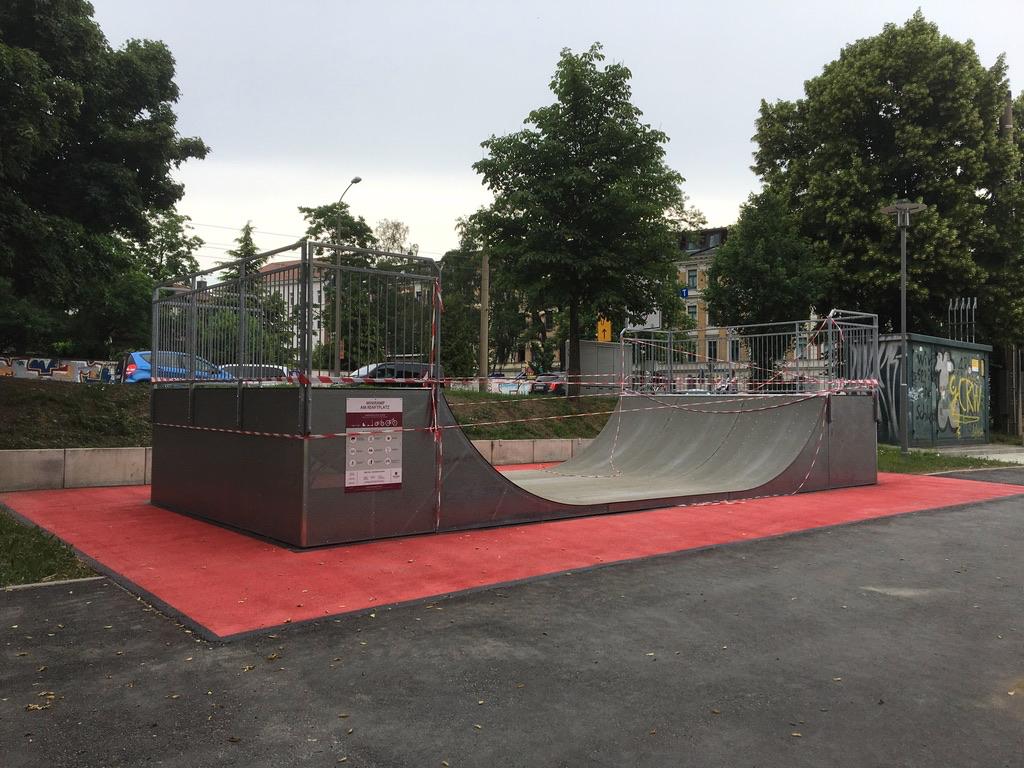 """Neue Halfpipe auf dem """"Renftplatz"""" kurz vor der feierliche Freigabe am 1. Juni 2018. Foto: Magistralenmanagement Georg-Schumann-Straße / Talina Rinke"""