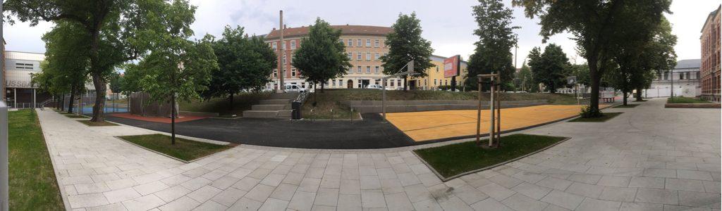 """Der umgestaltete """"Renftplatz"""" bietet auf über 4.000 Quadratmeter zahlreiche Angebote für Sport, Spiel und Bewegung. Foto: Magistralenmanagement Georg-Schumann-Straße / Talina Rinke"""