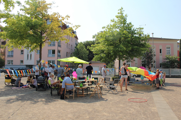 """Nachbarschaftspicknick auf dem """"Stadtplatz"""" in Gohlis. @Magistralenmanagement Georg-Schumann-Straße/Maria Köhler"""