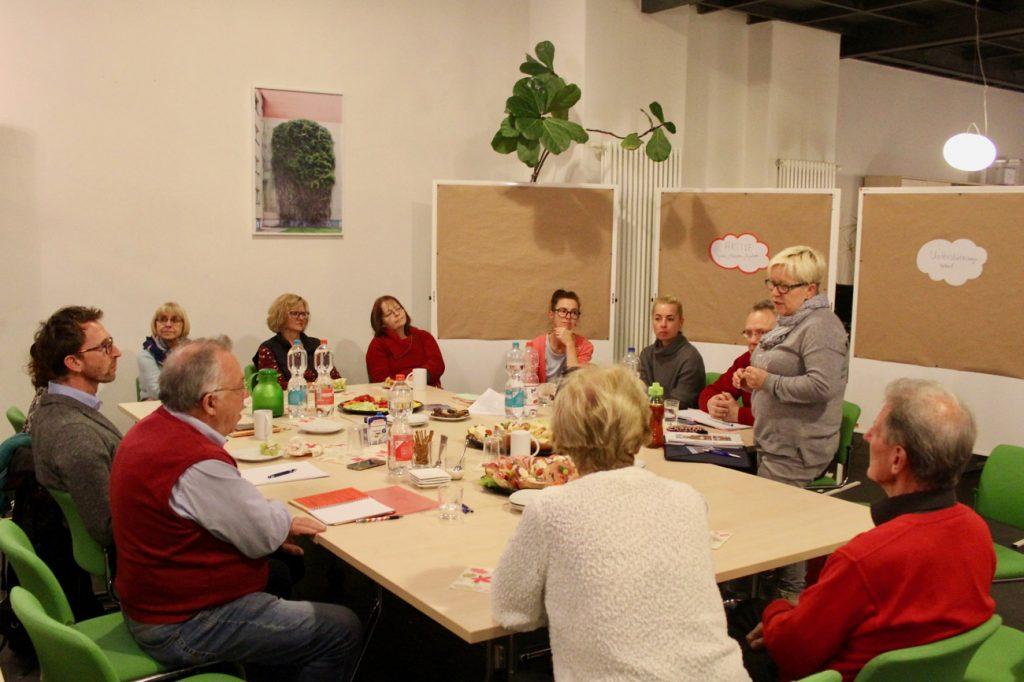 Aktive und zukünftig Aktive in den Stadtteilen Gohlis, Möckern und Wahren nahmen beim 3. Bürgercafé im Infozentrum teil. (Foto: Stephan Grandke)